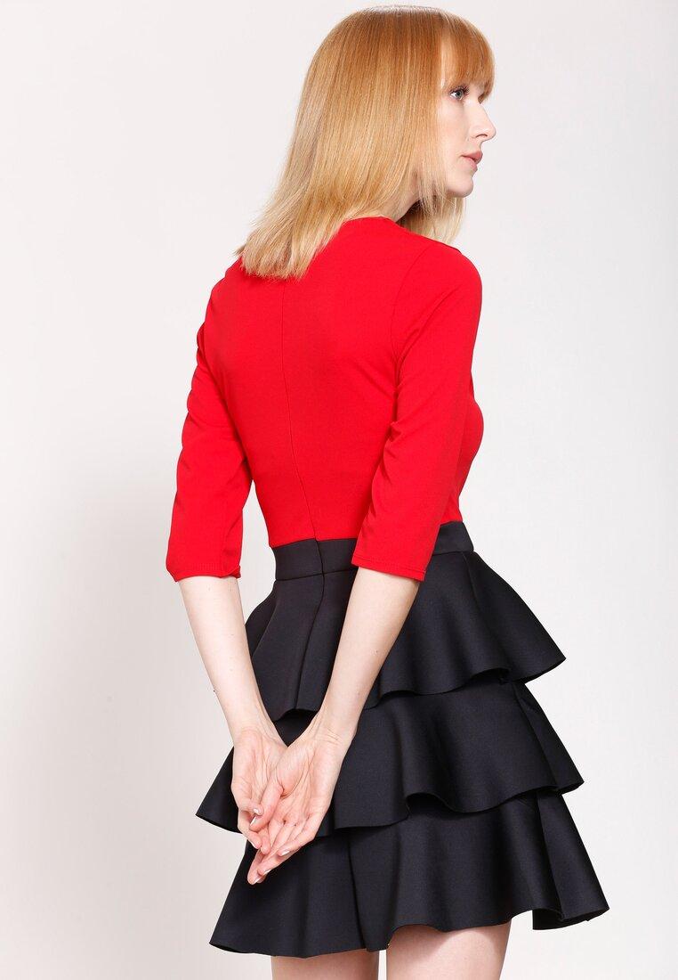Czerwono-Czarna Sukienka Full of Layers