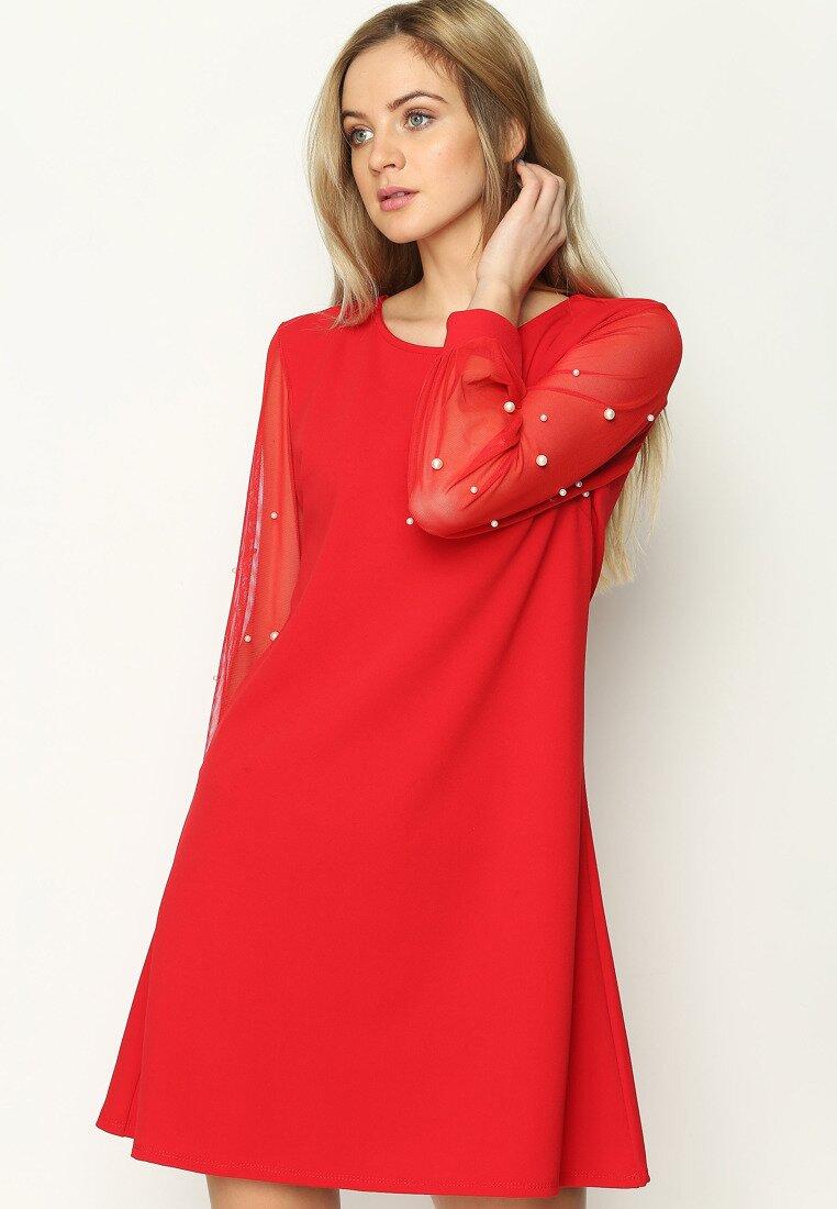 Czerwona Sukienka The Walls