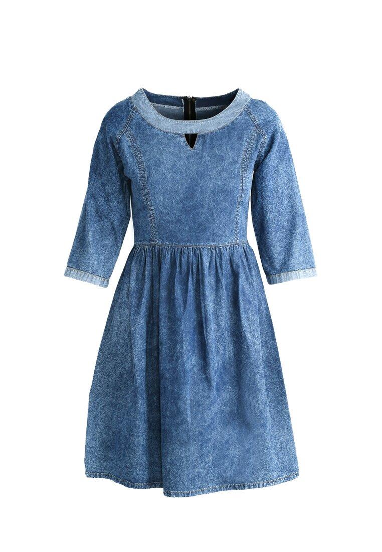 Niebieska Sukienka Creases