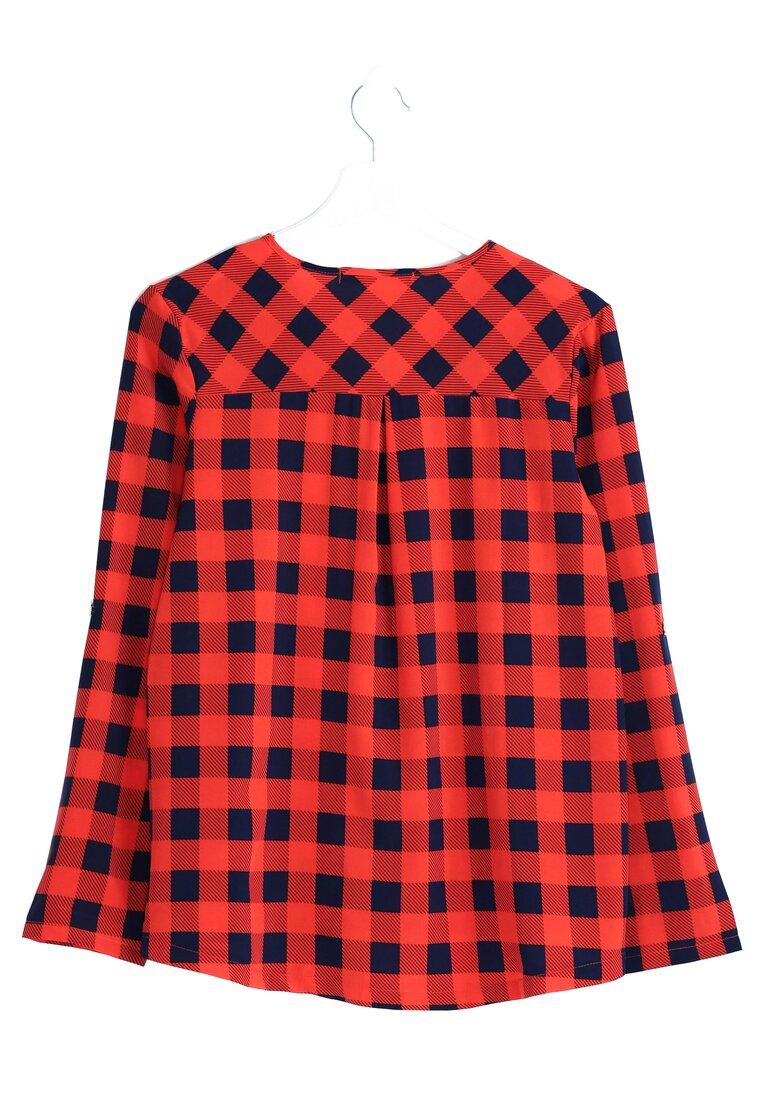 Czerwona Koszula Presence