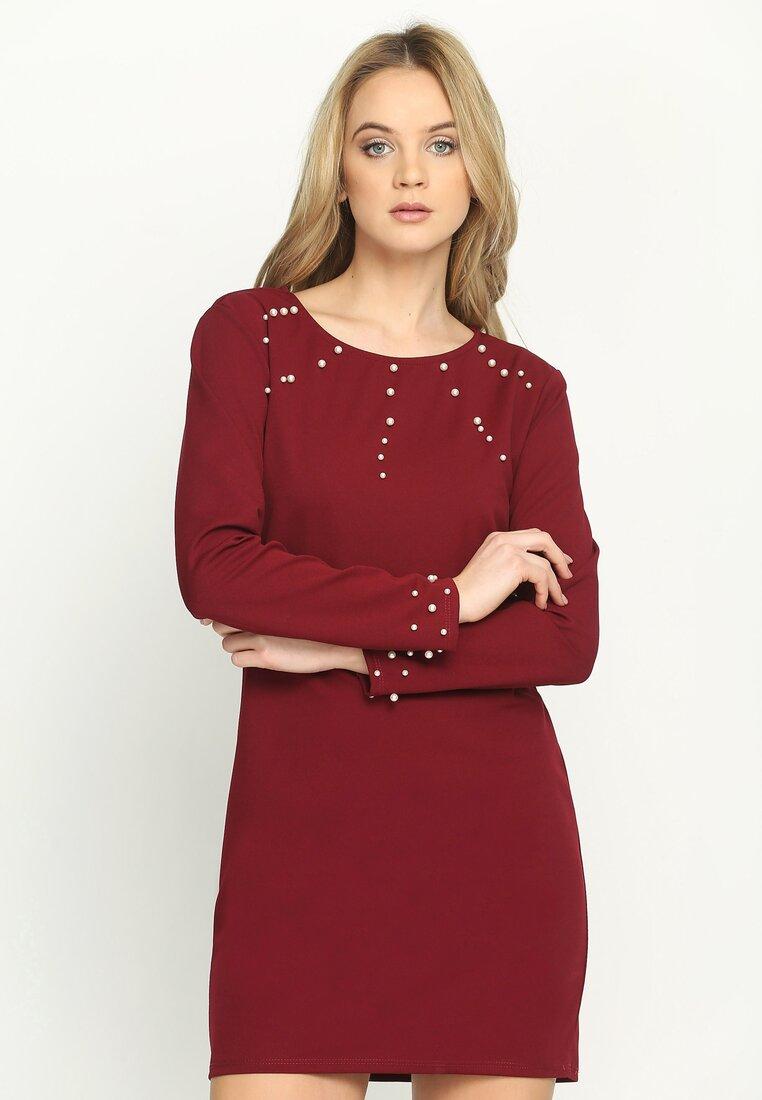 Bordowa Sukienka Trimming Pearl