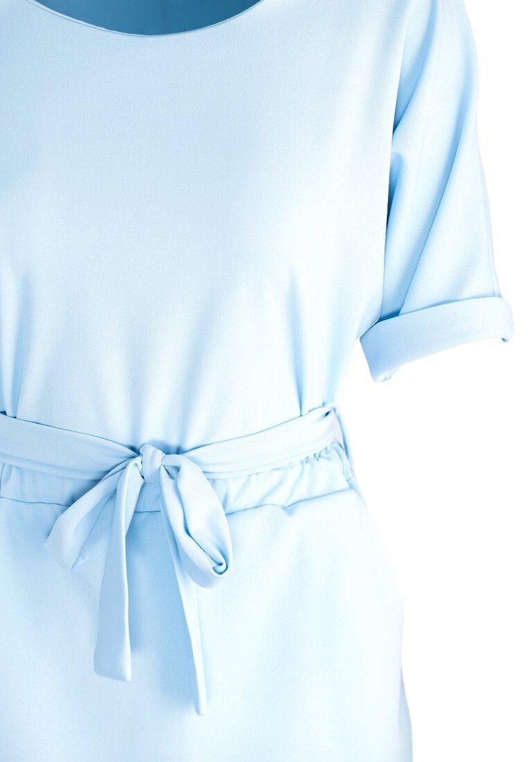 Niebieska Sukienka Evening Walk