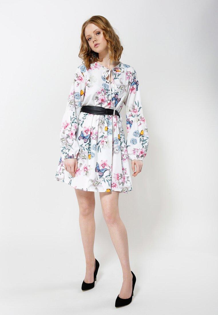 Biała Sukienka Lilies Flames