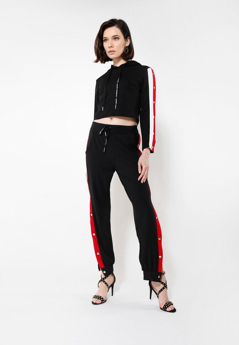 Czarno-Czerwone Spodnie Dresowe Long Way