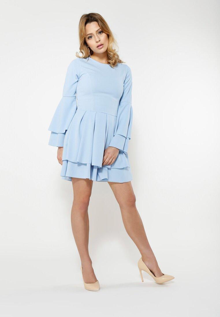 Niebieska Sukienka Mad Routine