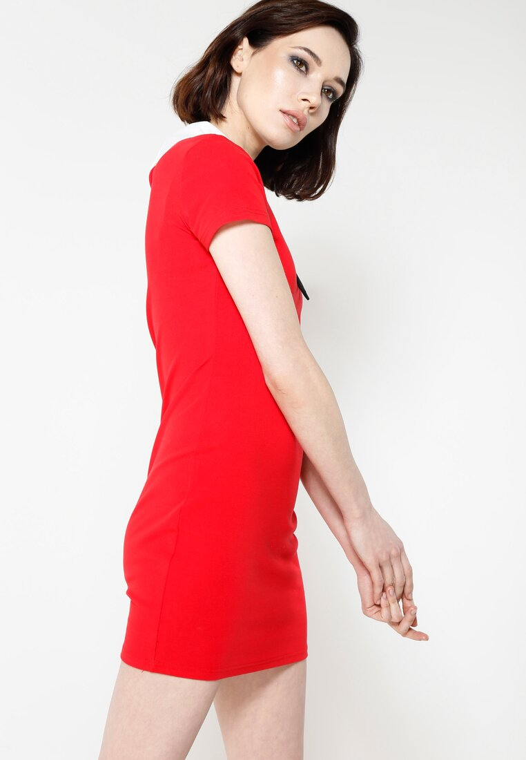 Czerwona Sukienka Front Cuteness
