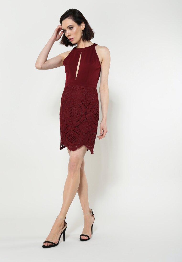 Bordowa Sukienka Embrace Me