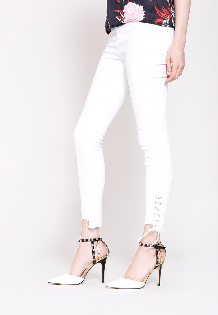 Białe Jeansy Earned It