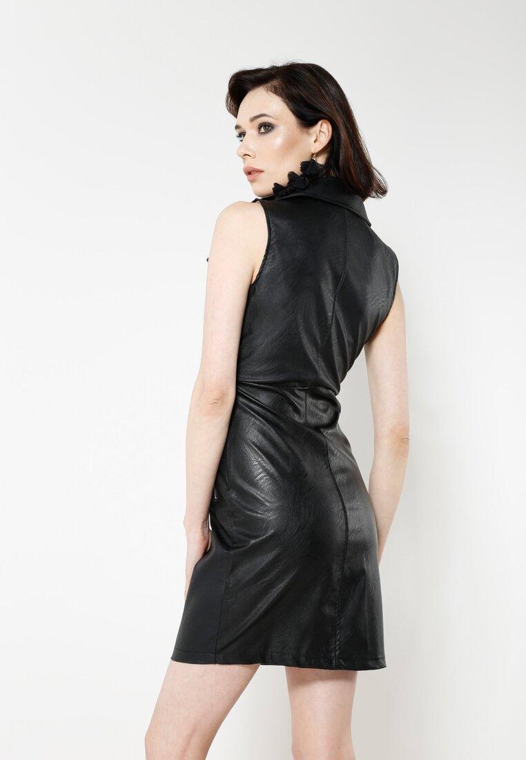 Czarna Sukienka Up Figure