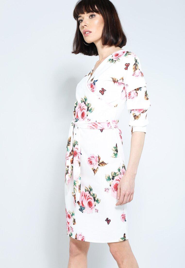 Biała Sukienka With Sense