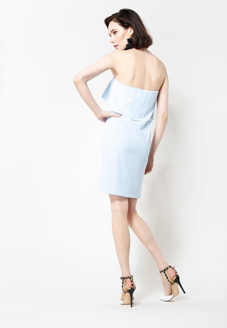 Jasnoniebieska Sukienka Untold Story