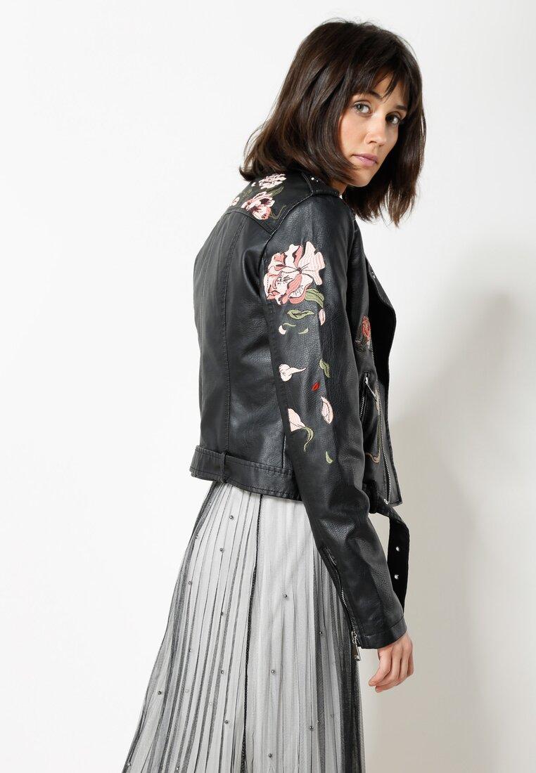 Czarna Ramoneska Black Roses