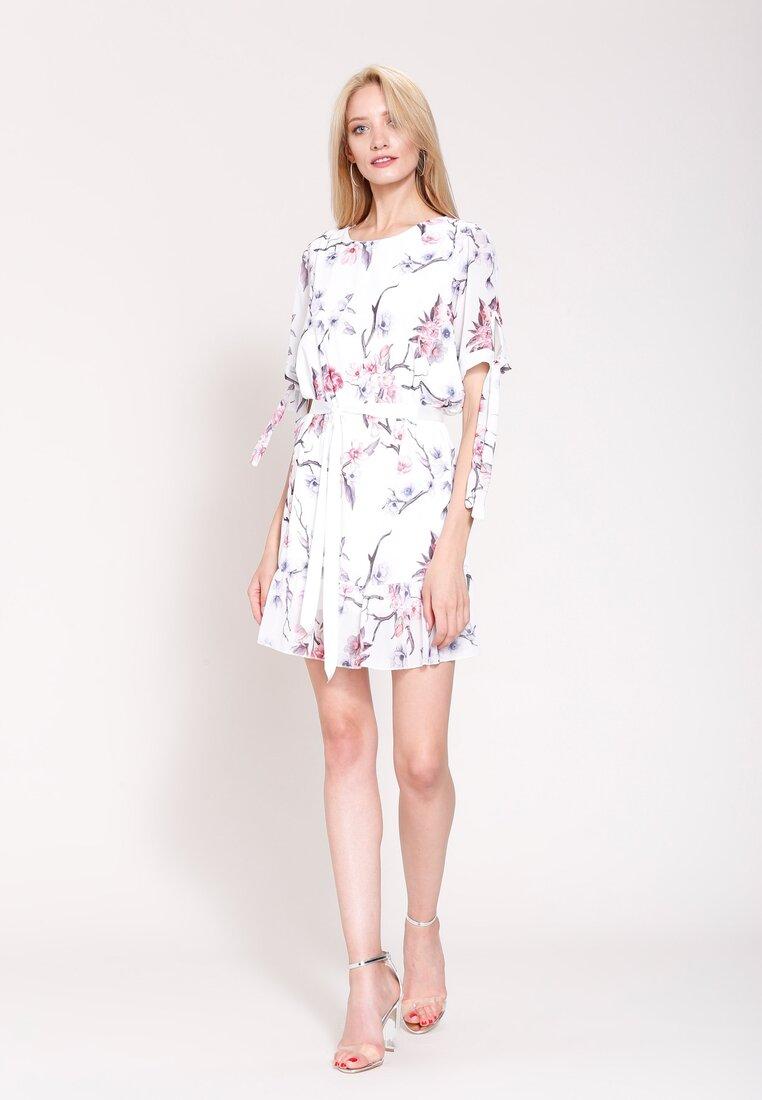 Biała Sukienka Hot Night
