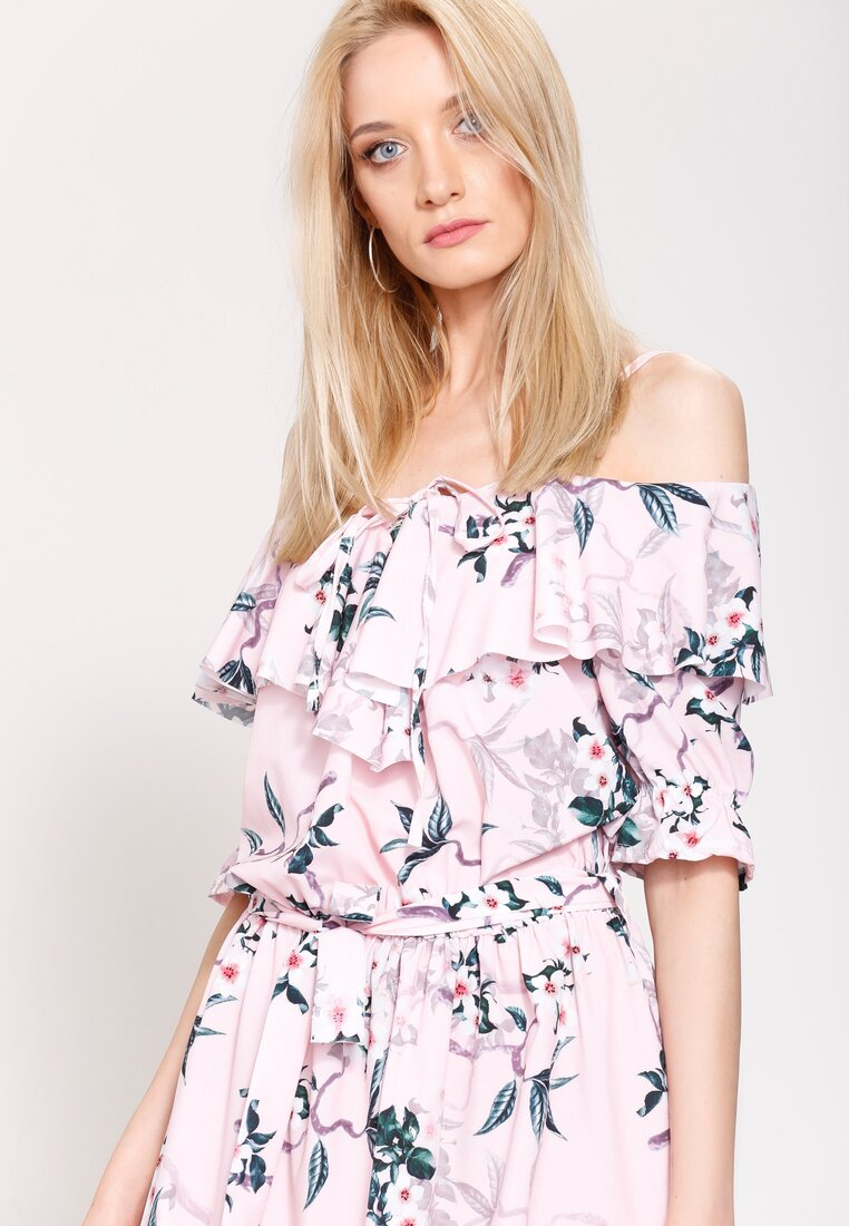 Różowa Sukienka Behind Me