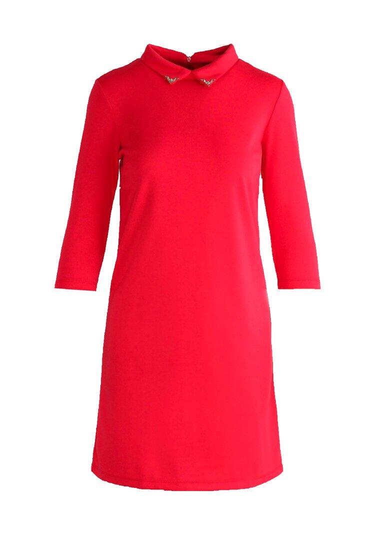 Czerwona Sukienka Empty Spaces
