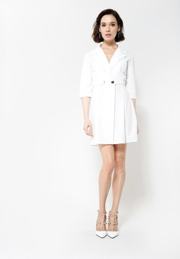 Biała Sukienka Staying Classy