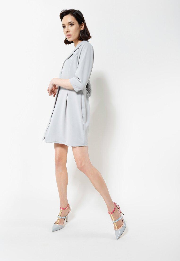 Szara Sukienka Staying Classy