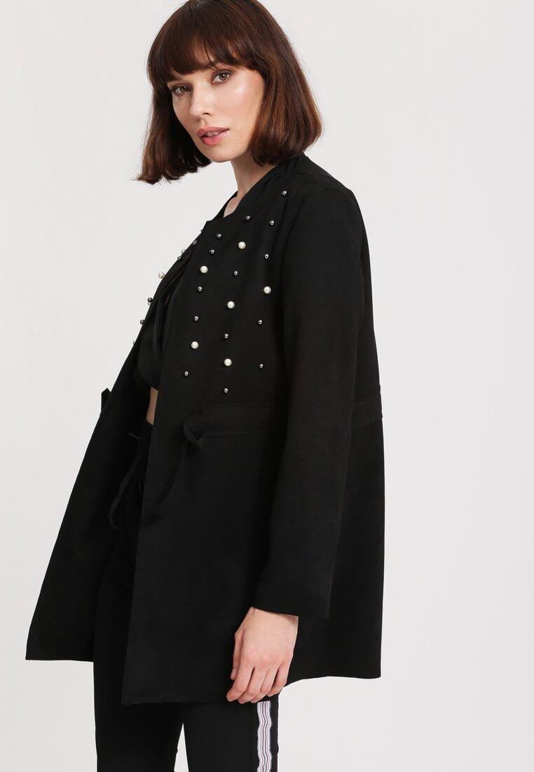Czarny Płaszcz Hanging On