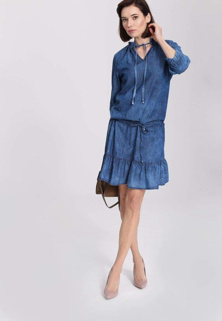 Niebieska Sukienka Winds of Change