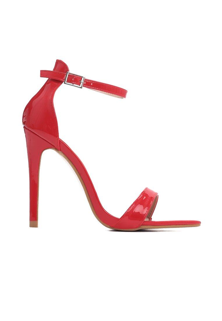 Czerwone Sandały Cause