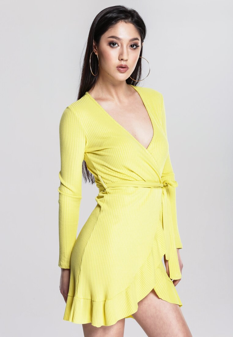 Żółta Sukienka Think Highly Of