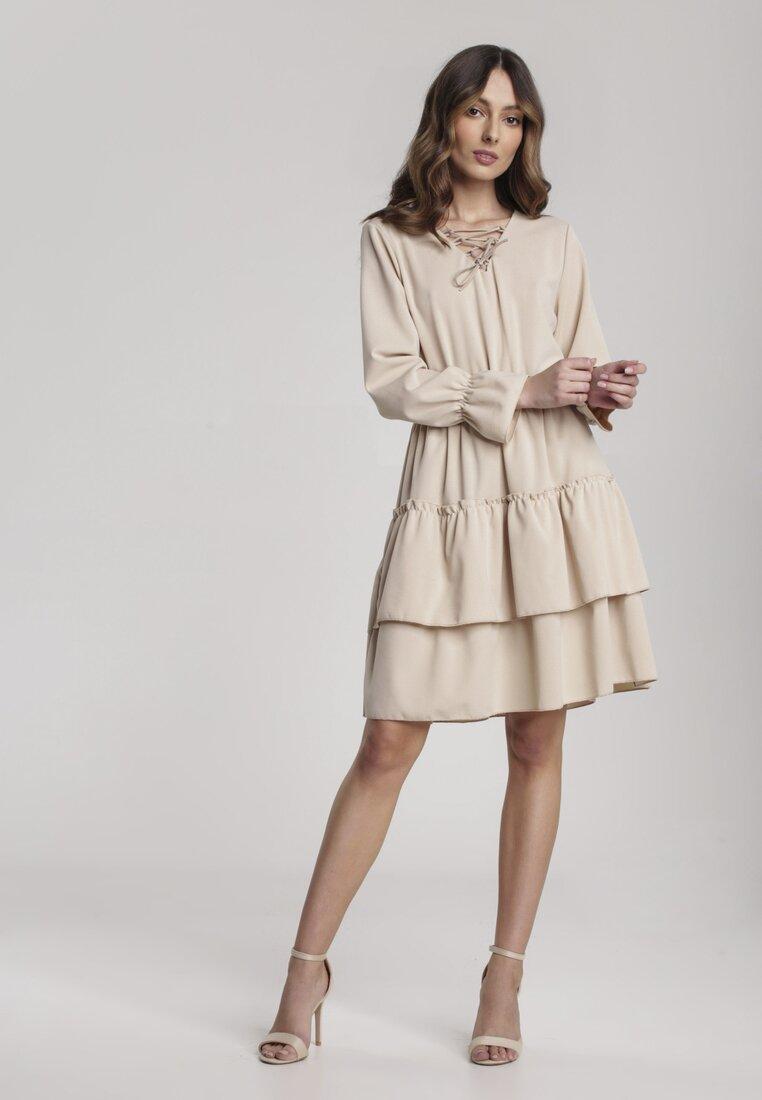 Obraz przedstawiający Beżowa Sukienka Loner