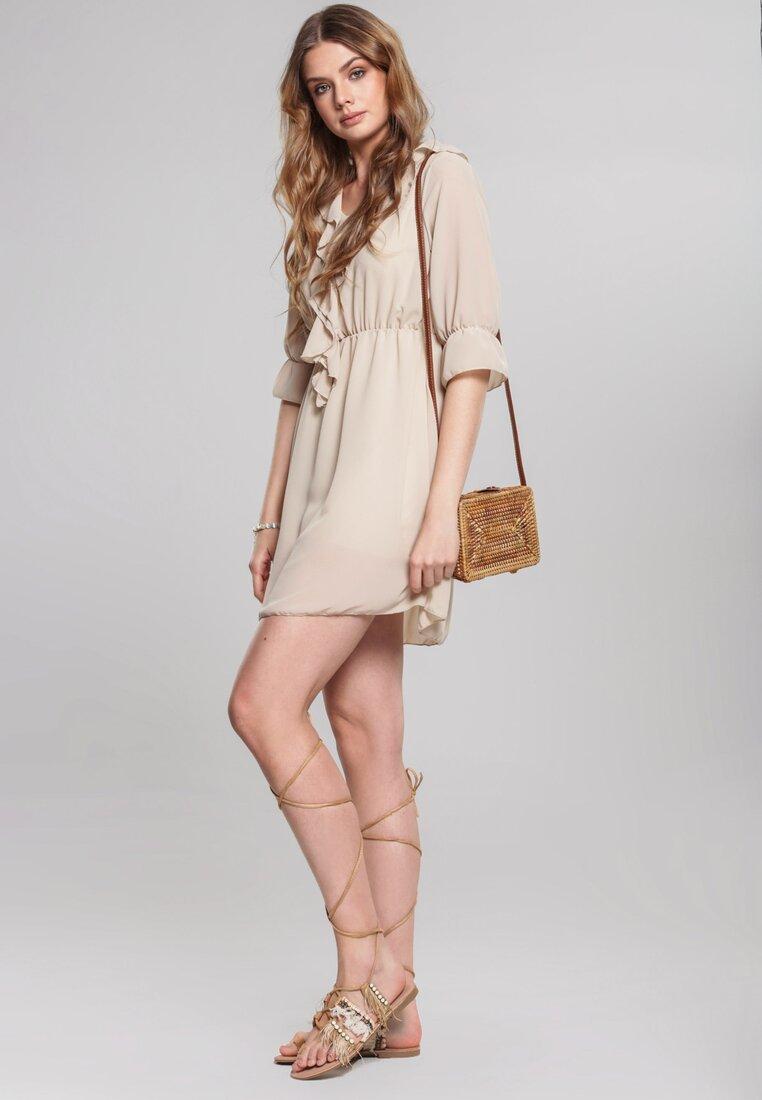 Obraz przedstawiający Beżowa Sukienka Hardback
