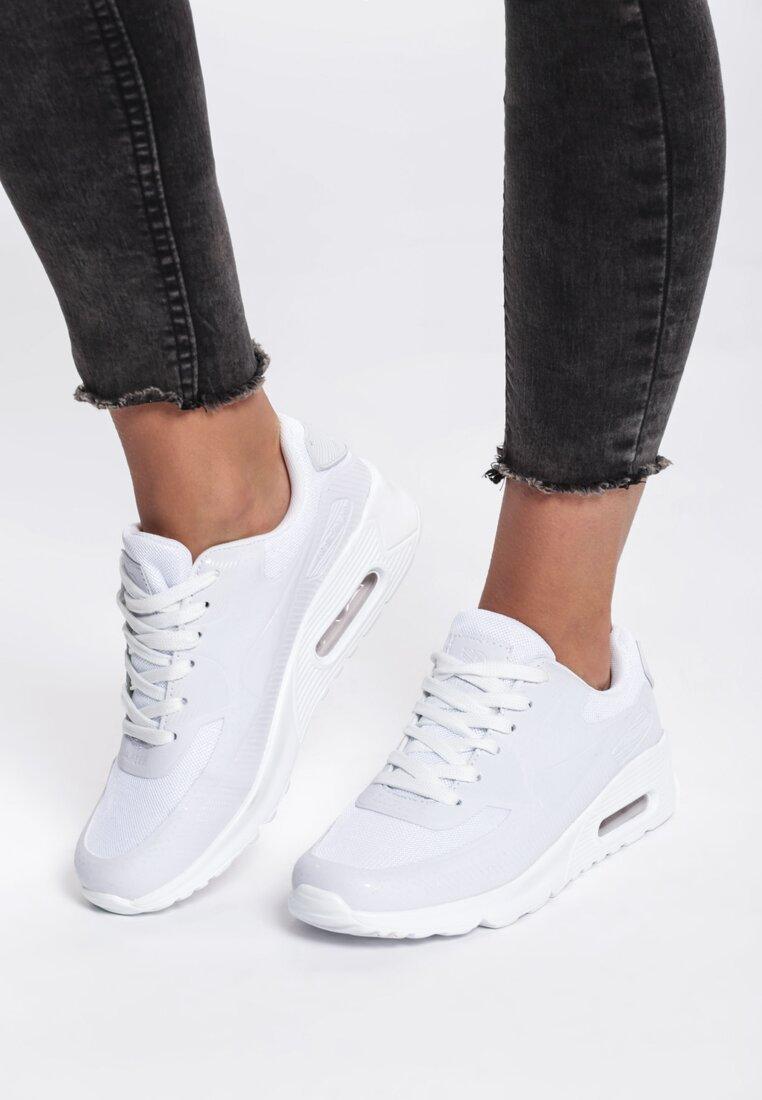 Białe Buty Sportowe Taylor