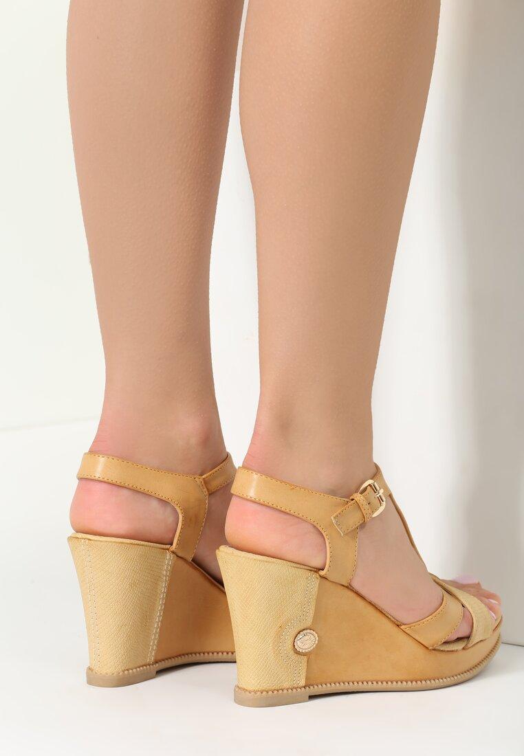 Beżowe Sandały Pull
