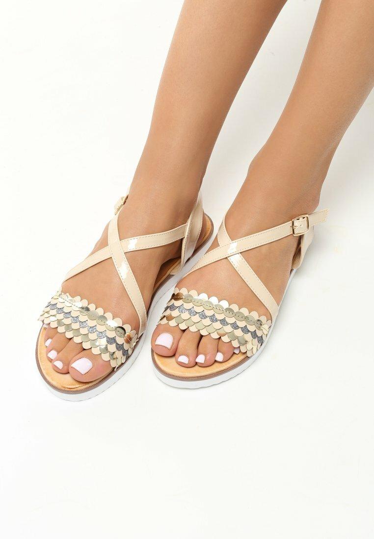 Beżowe Sandały Derive