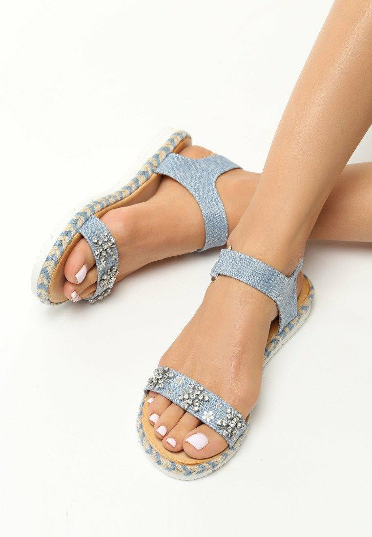 Jasnoniebieskie Sandały Shining Flowers