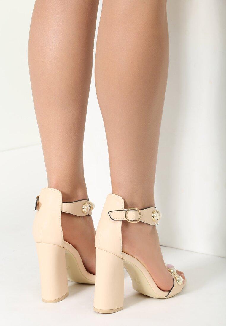Beżowe Sandały Kisses Back