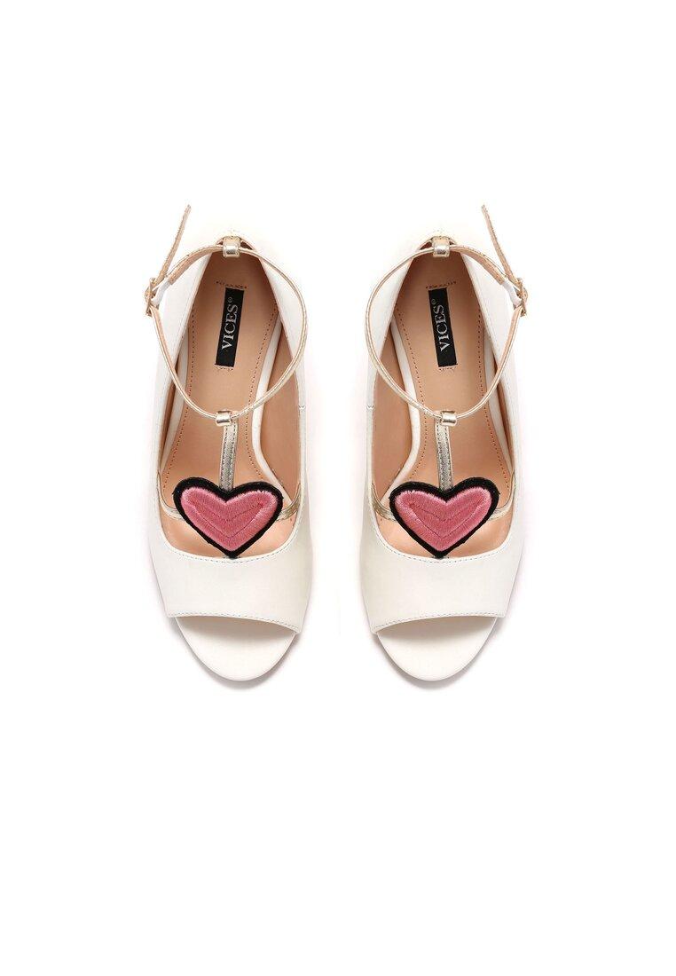 Białe Sandały Love Story