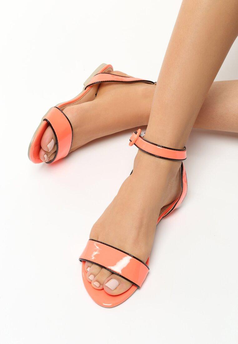 Koralowe Sandały Aquiver