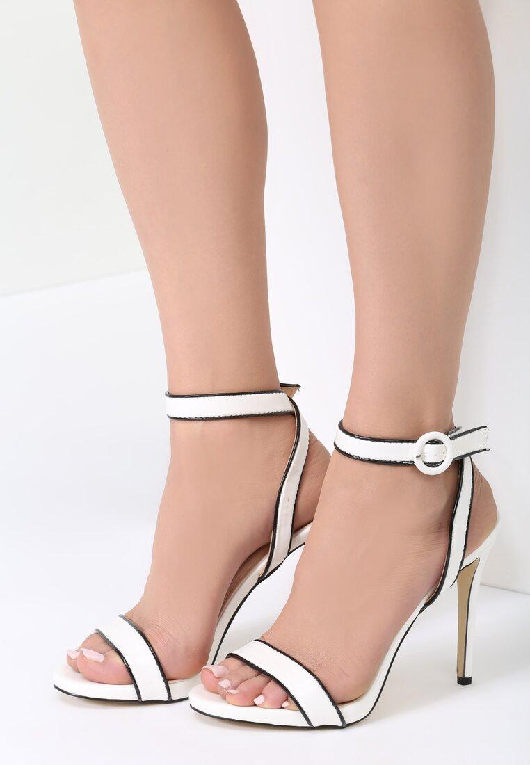 Białe Sandały Stinger