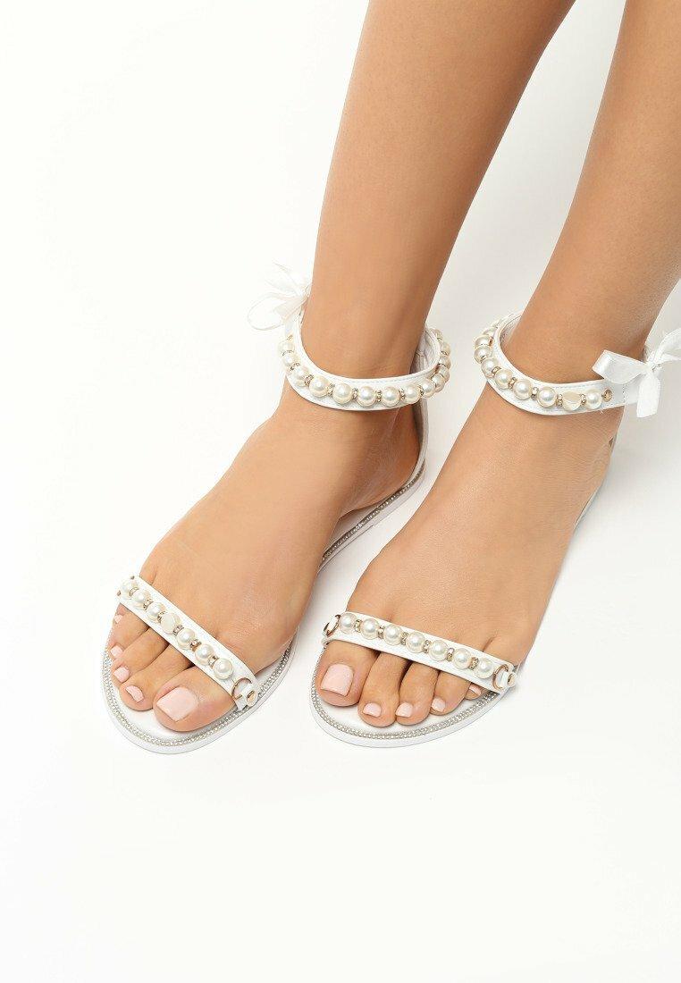 Białe Sandały As A Rule
