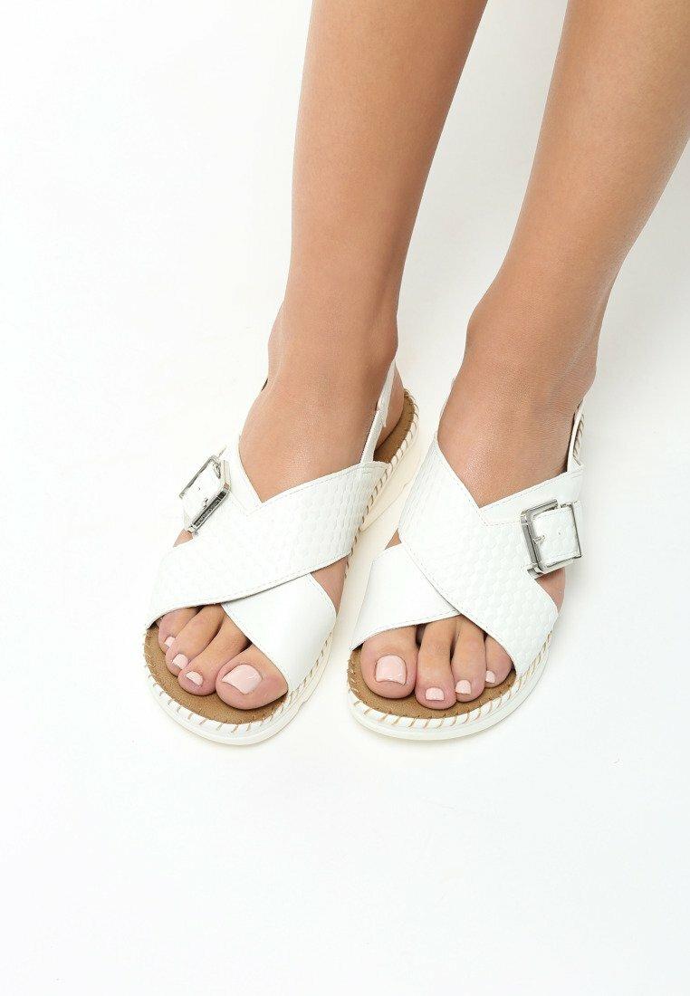 Białe Sandały Pay Up