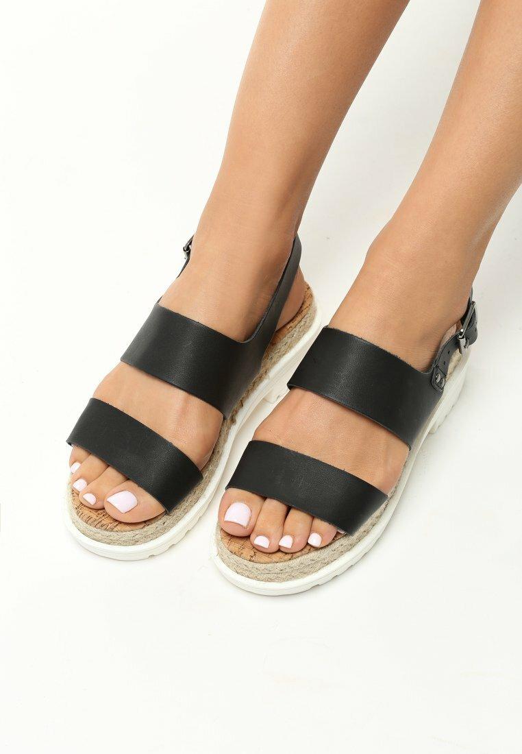 Czarne Sandały Supremacy