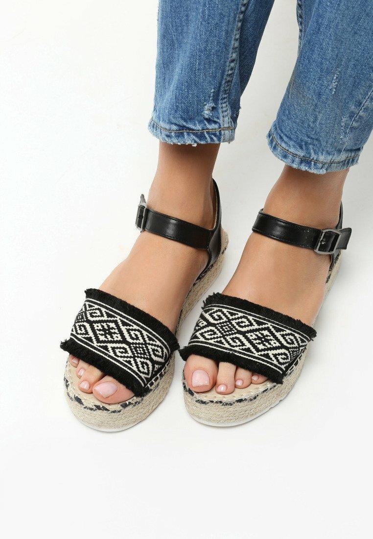 Czarne Sandały New Age