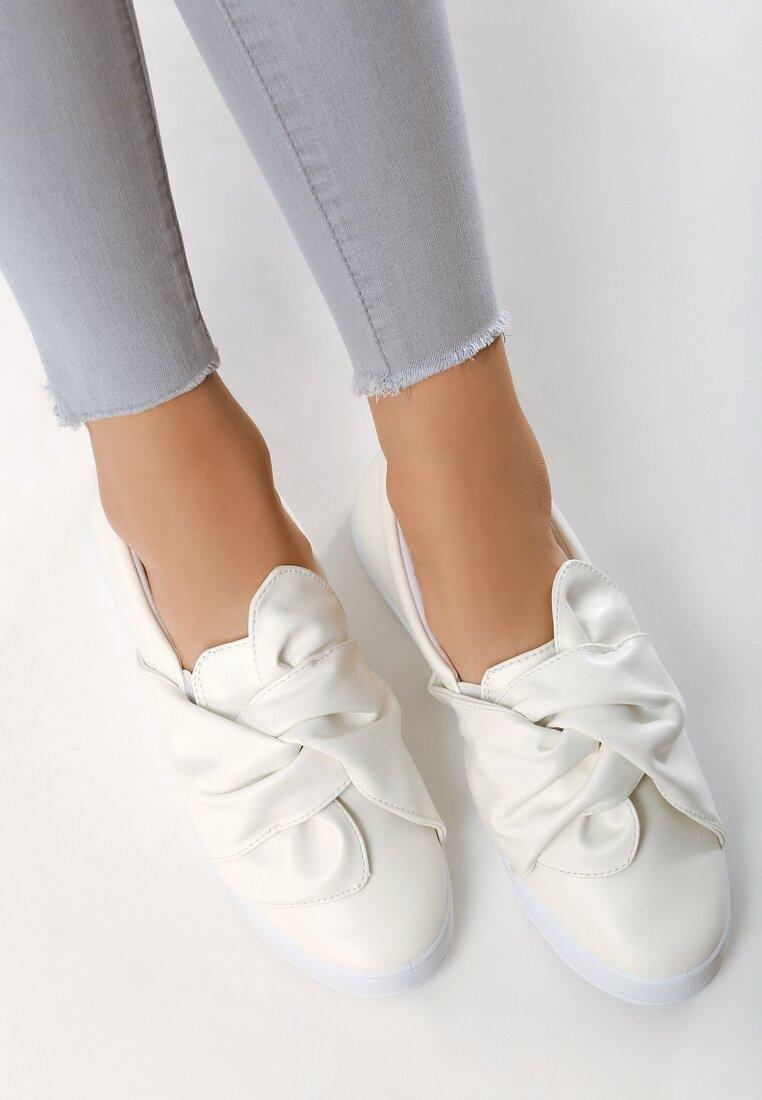 Białe Slip On Juko