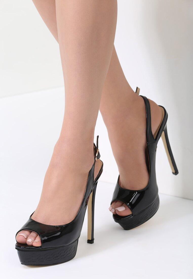 Czarne Sandały Resume