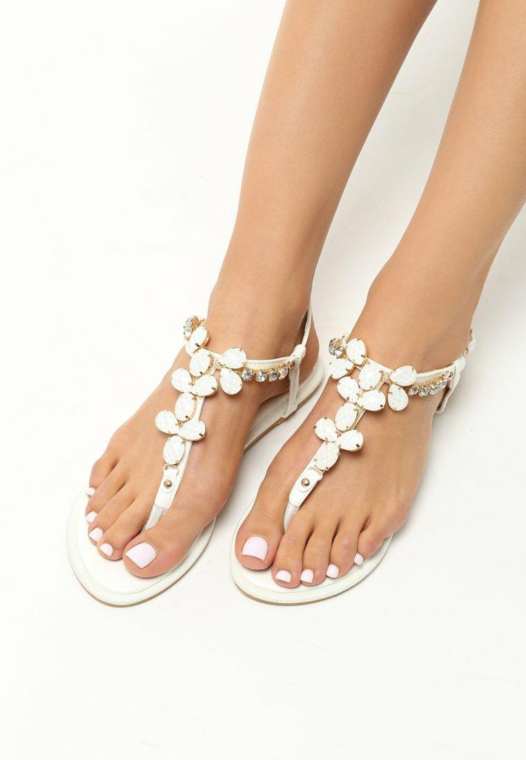 Białe Sandały Gemstones