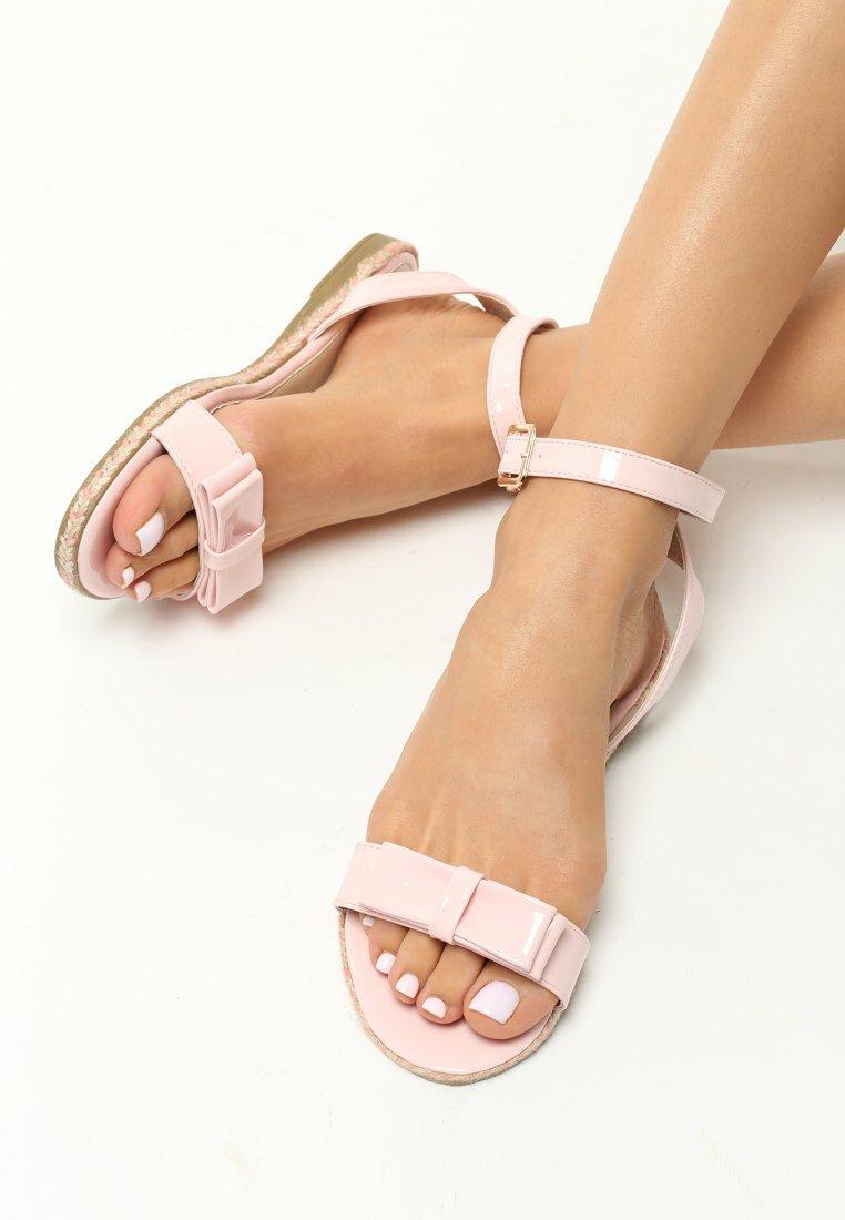Różowe Sandały Despite Vogue