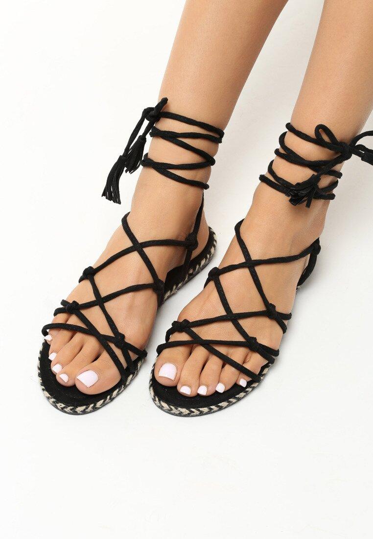 Czarne Sandały Discrete