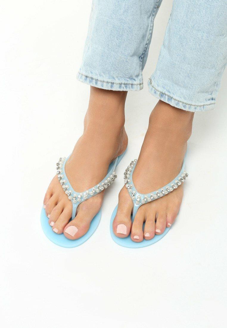 Niebieskie Japonki Back To Catwalk