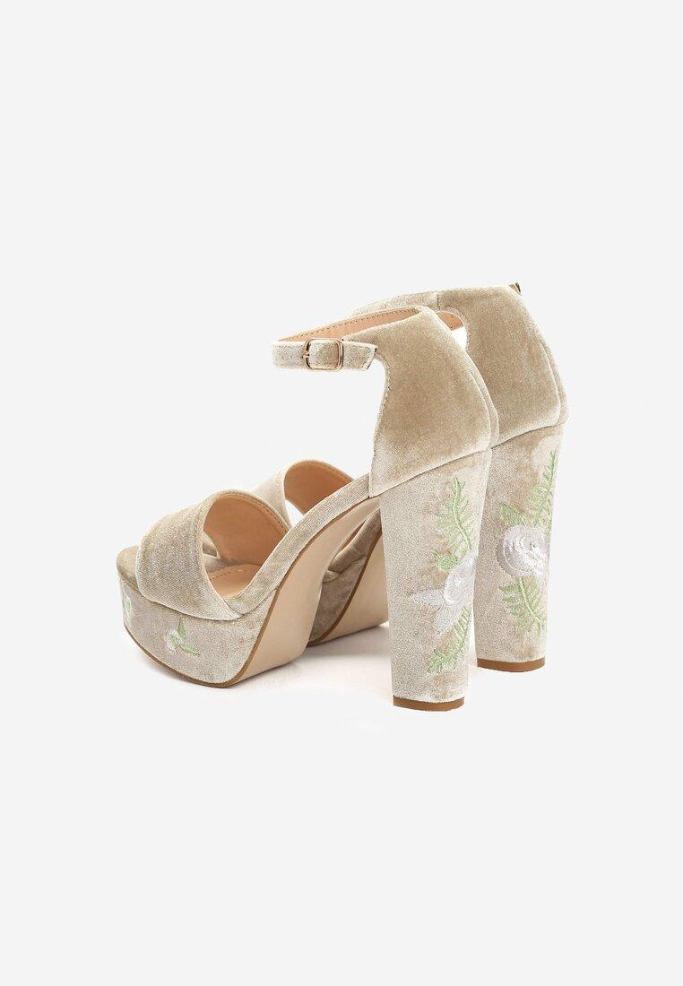 Beżowe Sandały Eblackcurrant