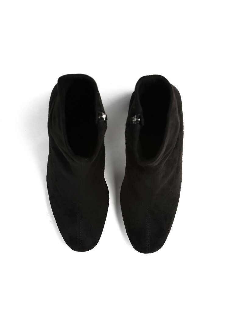 Czarne Botki Figurine
