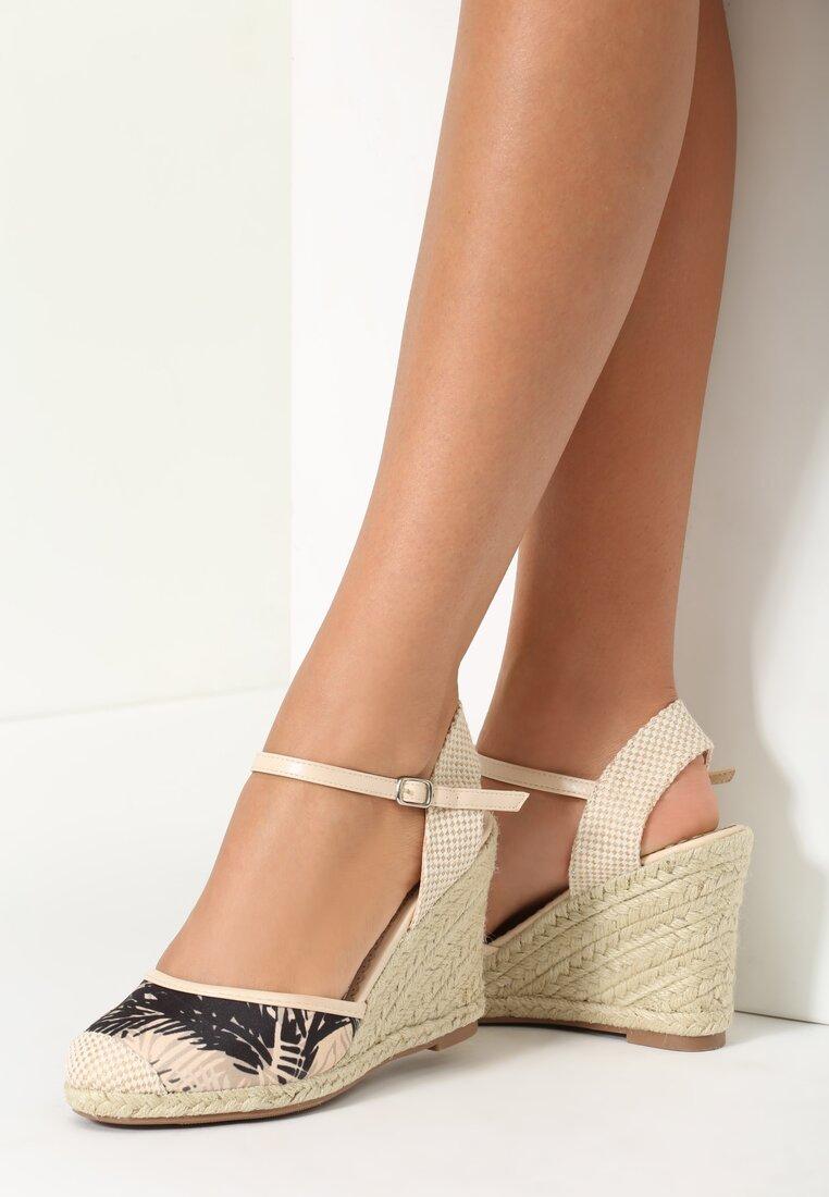 Beżowe Sandały Articles