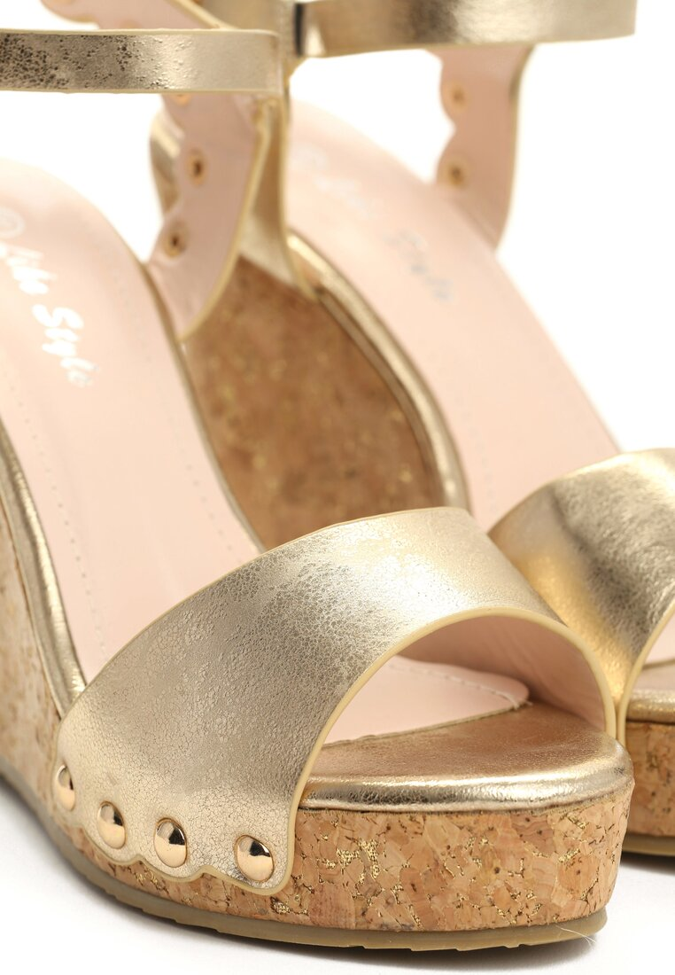 Złote Sandały Attention
