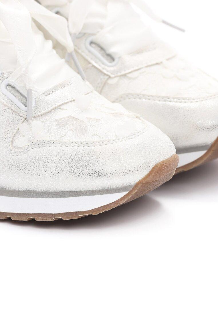 Białe Buty Sportowe Contract On Love